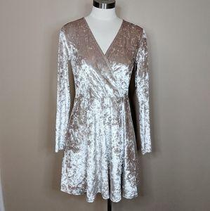 Forever 21 crushed velvet dress - size L